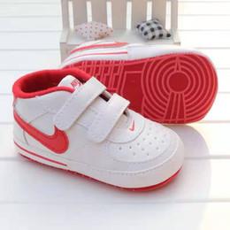 2019 zapatillas de deporte con cordones para niños Zapatos de bebé Niños recién nacidos Chicas Corazón Patrón de estrella Primeros caminantes Niños niños pequeños Con cordones Zapatillas de deporte de PU 0-18 meses zapatillas de deporte con cordones para niños baratos