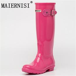 NUOVE signore calde impermeabili stivali da pioggia donne ginocchio moda  femminile stivali da pioggia in gomma ragazze scarpe da pioggia stivali in  PVC 20ea54dd03c