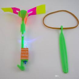 kazoo en plastique Promotion Flèche incroyable de l'hélicoptère volant à LED Flash éclairé Flash tournant à rotation