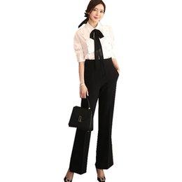 Printemps noir tenues femmes en Ligne-Printemps Bureau Lady Outfit Ruban Noeud papillon Perles Chemisier Chemise Blanche + Noir Pantalon Large Jambe Costume Femmes Formelles 2 Pièce Set