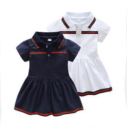 2019 desenhos de vestidos listrados Muito fashion design de lapela gola meninas vestido de verão de manga curta listrado ruffle meninas vestido de roupas com botão vestido de fábrica desenhos de vestidos listrados barato