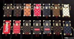 colhedores para iphone mais telefone Desconto Luxo impressão letras marca phone case capa para iphone x xs xr xs max 6 6 plus 6 S 7 7 mais 8 8 mais TPU silicone macio shell com cordão
