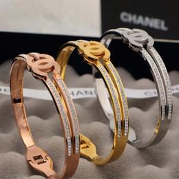 Colliers en bracelets en Ligne-2019 Designer Marque Couple Collier Mode Luxuries Lettre bangle Colliers Titane 18 K En Acier Plaqué Femmes Bracelet pour Cadeau D'anniversaire
