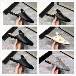 Мужчины тапочки натуральная кожа онлайн-Бренд Princetown Мужчины Женщины Меховые Тапочки Мулы Квартиры Натуральная Кожа Дизайнер Моды Металлические Цепи Дамы Змея Пчела Вышивка Повседневная обувь