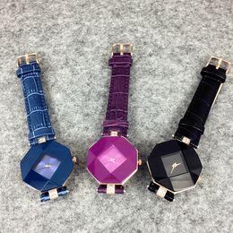 2019 новинка стиль дизайна женщины кожаные часы фиолетовый / синий / черный леди ну вечеринку роскошные кварцевые часы известный высокое качество бесплатная доставка cheap purple ladies leather watches от Поставщики фиолетовые женские кожаные часы