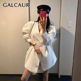 Cappotto di GALCAUR donne coreane bianco con scollo a V Puff manica con i telai allentato cappotti femminile 2019 di modo di autunno nuove signore di