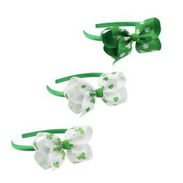 Зеленая палочка онлайн-День святого Патрика младенческой ребенка трилистник палочки для волос сладкий обнадеживающий зеленый четыре листа шляпа Клевер новорожденных девочек аксессуары для волос