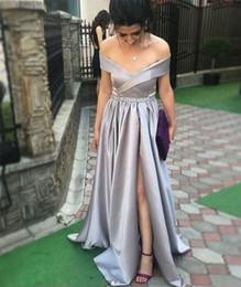 peplum argento Sconti Argento Lungo A Line Prom Dresses 2019 Nuovo Off The Split Split Side Piano Lunghezza Peplum increspato Abito da sera formale Abiti da festa