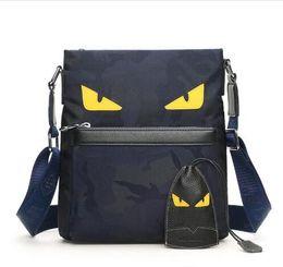 Envío gratis marca de lujo Monster Eyes Bolsos Moda Oxford tela Bolsa de hombro Hombres mujer Diseñador Bolsos Crossbody de alta calidad shipp libre desde fabricantes