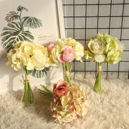 Foglie di seta diy online-Hydrangea Rose Bunch Artifiical Ortensia Foglia di rosa Fiore fai da te a casa Decorazione della festa nuziale Decorazione della sposa Mazzo di fiori finti di seta