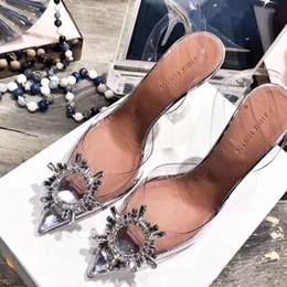 chaussures blanches de talon de rhinestone de filles Promotion Parfait officiel de la qualité Chaussures Amina Begum orné de cristaux Begur Pvc Slingback pompes Muaddi Restocks Begum Pvc Slingbacks Talon Haut 10cm
