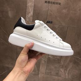 sapatilhas pretas da menina Desconto alexander mcqueens baskets Lace Up Designer Conforto Bonita Menina Mulheres Sapatilhas Sapatos de Couro Casuais Homens Mulheres Sneakers Estabilidade Extremamente Durável