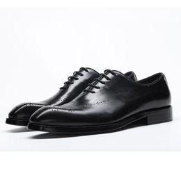 CHAISHOU 2018 Nuovi uomini di affari scarpe di cuoio casuali Cravatta in pelle a punta britannica Brock scarpe intagliate plus size39-44 cheap brock shoes da scarpe brock fornitori