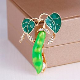 Billige grüne broschen online-Günstigen Preis Emaille Grüne Erbse Broschen Für Frauen Silber Gold farbe Kristall Simulierte Perlen Corsagen Unisex Brosche Pins