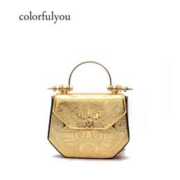 2019 metallketten für handtaschen New fashion gold präge handtasche frauen zarte mini pu-leder frauen totes metallgriff umhängetasche kette crossbody tasche rabatt metallketten für handtaschen