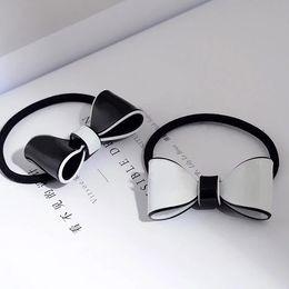 2019 legame di arco acrilico 4X3CM C stile semplice in bianco e nero acrilico papillon anello dei capelli europei e americani di modo delle signore elastico copricapo vip regalo 4 pz / lotto legame di arco acrilico economici