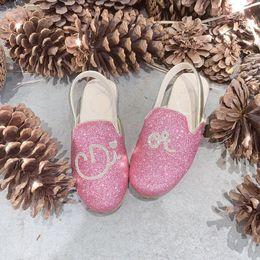 Девушки Принцесса Сандалии Флэш-Бриллиант Металл Детская Обувь Маленькая девочка на плоских каблуках Танцевальное представление Хрустальные босоножки от Поставщики белые мелиссы