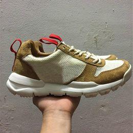 Yard scarpe donne online-Tom Sachs x Craft Mars Yard 2.0 TS NASA Scarpe da corsa Donna Uomo AA2261-100 Natural Sport Red Sneaker Scarpe firmate Zapatillas Vintage