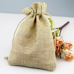 i sacchetti di regalo di iuta Sconti 10x14cm 100pcs Handmade Natural Color coulisse imballaggio tela regalo di nozze Christmas Party Bags sacchetti sacchi di juta