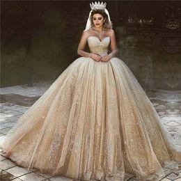 Principessa del vestito da cerimonia nuziale dell'innamorato di champagne online-Abiti da sposa in oro arabo di lusso 2020 paillettes abito da ballo principessa abito da sposa reale perline innamorate abiti da sposa principessa scintillante
