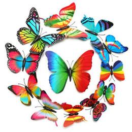 Canada 12 Pcs / Lot 3D Papillon Arc-En-Mur Stickers Réfrigérateur Décalque Art Papier Peint Coloré pour Salon TV Fond Décoration de La Maison Offre