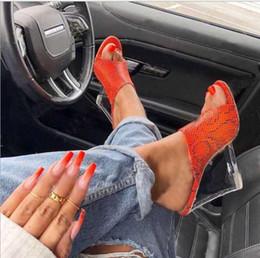 Bombas de leopardo rosa online-Tendencias sandalias de mujer zapatillas de cuña verano Color sólido patrón leopardo nuevo cristal transparente tacones de cuña 6 colores bomba peep-toe