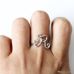 Anillos de dedo letras online-Creative C E H K L M R R Cartas Anillos abiertos para Mujeres Hombres Oro Plata Color Alfabeto Inglés Aleación Anillos de Dedo Joyería