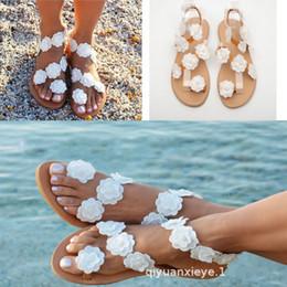 Scarpe boho online-Elegante estate infradito Bohemian scarpe da sposa 2019 pizzo fiori donne estate fondo piatto spiaggia Boho sandali da sposa