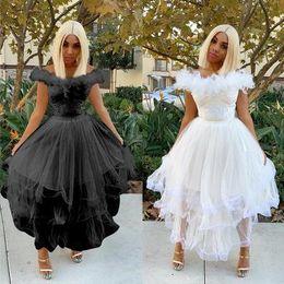 2019 feder-stil kleider 2019 süße Art-Boot-Ausschnitt Nackte Schultern Krinoline Kleid Gazespitze Feder Panelled Kleider Hochzeit Kleidung günstig feder-stil kleider
