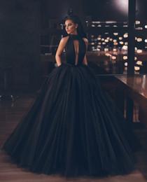 Sferzare la palla online-Abito da sera nero con spacco a serratura sexy Abito da ballo lungo Dubai Abiti da ballo 2019 Abiti da festa per donna in tulle arabo formale