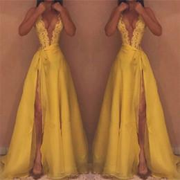 Vestido de baile de renda de renda chiffon amarelo on-line-Amarelo Divisão Vestidos de Noite 2019 Mais Novo Sexy Mergulho V Pescoço A Linha Lace Chiffon Longo Vestidos de Baile Vestidos BA9540