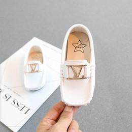 2019 Kinder Erbsen Schuhe New Boy Small PU British Wind Leder Kinder Müßiggänger Weiche Unterseite Weiß Kleinkind Freizeitschuhe schwarz weiß BLAU von Fabrikanten
