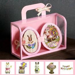 accessoires de maison rouge Promotion 3D Maison De Poupée Miniaturas Meubles Maison De Poupée DIY Journal En Bois Maison de Poupée Jouets Pour Enfants Cadeaux D'anniversaire Casa Seed World R-001