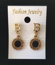 Studs para barato on-line-Barato Marca Designer rodada diamante Brincos Brincos Cartas Brinco Jóias Acessórios para As Mulheres anel de Casamento Presente Frete Grátis