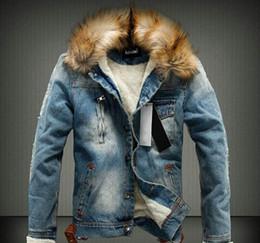 2019 denim casaco de peles grossas homens 2019 Homens jaqueta jeans jaqueta jeans Wash-matagal buraco Cowboy Vintage gola de pele com capuz Moda Thick Inverno Quente Coats Outwear Hot denim casaco de peles grossas homens barato