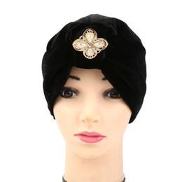 petali di fiori verdi Sconti Copricapo europeo popolare supera velluto morbido India cappello sciarpa sciarpa musulmana perla quattro petali di fiori merci in magazzino
