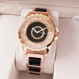 Relojes de mujer correa blanca online-2019 más nuevos 40 mm hombres / mujeres negro / blanco reloj de pulsera correa de bisel correa relojes de pulsera negro / blanco dial de cuarzo relojes de pulsera