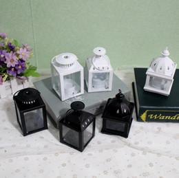 candelabri di nozze bianchi Sconti Portacandele in metallo bianco nero piccolo Lanterna in ferro da sposa candelabri candelabri lanterne lanterna moderna decorazione della casa