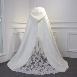 Capa blanca de la boda Bolero chaqueta de terciopelo con encaje inferior nupcial accesorios nupcial Wraps barato otoño invierno boda cabo venta al por mayor Vintage desde fabricantes