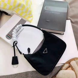 2019 escritório sacos casuais cruz Os mais recentes axilar Saco clássico de luxe preto Bag Handle Matching Couro Nylon Tote Single-ombro Bag Estrela Estilo Handbag 2005 Tag L32 G70