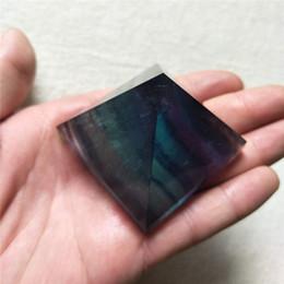 2019 cristais de canto Atacado Natural Rainbow Pirâmide Cristal Pirâmide Reiki Chakra Canto De Cristal De Quartzo Meditação Pyramid Para Reiki Cura decoração cristais de canto barato