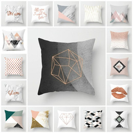 Capas de almofadas rosa quente on-line-hot 18 style Modern simple pillow cover Nordic pink marble geometric Cush cover sofa peach skin pile pillow case T2I5812
