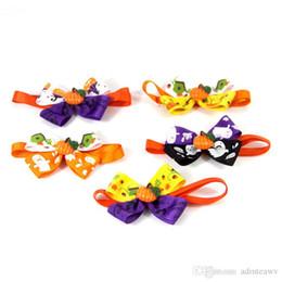 100 pz / lotto Vendite Calde di Halloween Multi Colori Lovely Cats Bow Cravatta per cani Cravatta a farfalla Collare Forniture per animali domestici Cravatta a campana Collare da colletto di gatto di bowtie fornitori