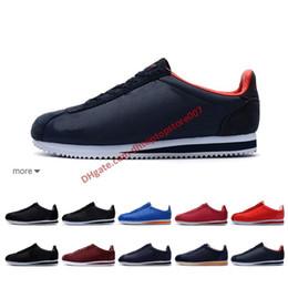 Красная дешевая кожаная обувь цена онлайн-По низкой цене 2019 Классический Cortez Basic Leather Casual Shoes Дешевые Мода Мужчины Женщины Черный Белый Красный Золотой Скейтбординг Размер 36-44