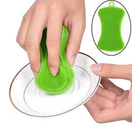 2019 i capezzoli all'ingrosso della bottiglia del bambino Lavapiatti in silicone a forma di sapone Spazzole per il bucato Spazzola per il bagno dei bambini del bambino morbido Spazzola per il lavaggio delle spugne Attrezzo antibatterico per la pulizia della cucina