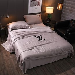 Cinza L Carta Bordado Consoladores Conjuntos 4 PCS Simples Homens E Mulheres Quilt Terno Logotipo Popular New Bedding Supplies de