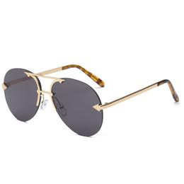 Стрелка солнцезащитные очки мужчины онлайн-Новые высококачественные женские мужские безрамные солнцезащитные очки женский бренд дизайнер ретро Ретро солнцезащитные очки для женщин Женская стрелка безрамные солнцезащитные очки