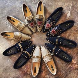 fabbb15b Pisos de las mujeres Fresco Remache de Oro Zapatos Planos Mocasines de  Ballet Pisos de Gamuza Cadena de Metal Abejas Negro Zapatos Casual Punta  estrecha ...
