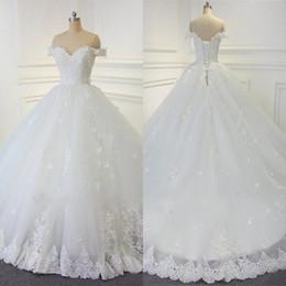 Imagens de off on-line-2019 Lace vestido de baile vestidos de noiva árabe Vintage Beads Off-the-ombro vestidos de noiva feitos à mão Flores Lace Up Vestidos de casamento real de imagem