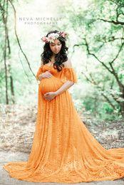 Off ombro maternidade vestidos on-line-Barato Cheia Do Laço Maternidade Vestidos de Noite Longo Fora do Ombro Mulheres Grávidas Vestem 2019 Trem Da Varredura Vestido de Fotografia Turmeric Vestidos de Festa